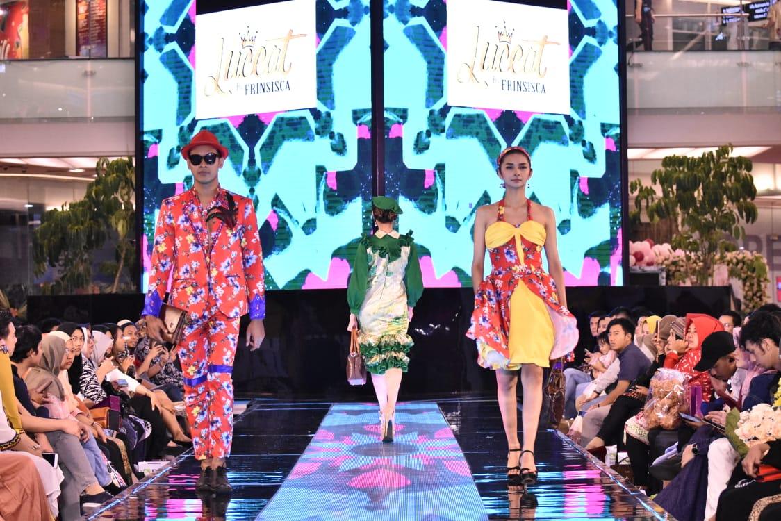 Dua Desainer Berbakat Dari Mojokerto Tampil Di Surabaya Fashion Week 2019 Info Seputar Mojokerto